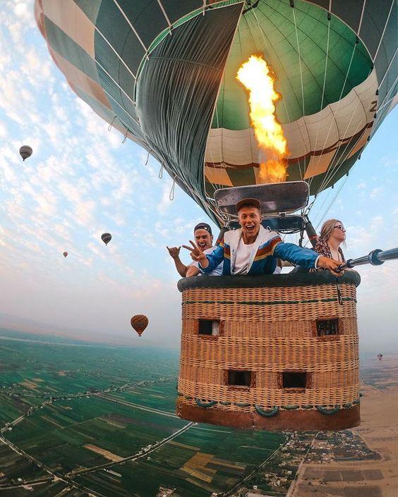 tourist balloon ride
